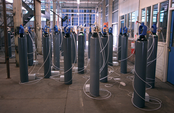'Plotone', 2005, 20 air compressed tanks, 20 pressure regulators, 20 distributings, 20 timers, 20 electrovalves, 20 whistles, plastic cables, dimension variable, installation view, Sydney Biennial, 2008